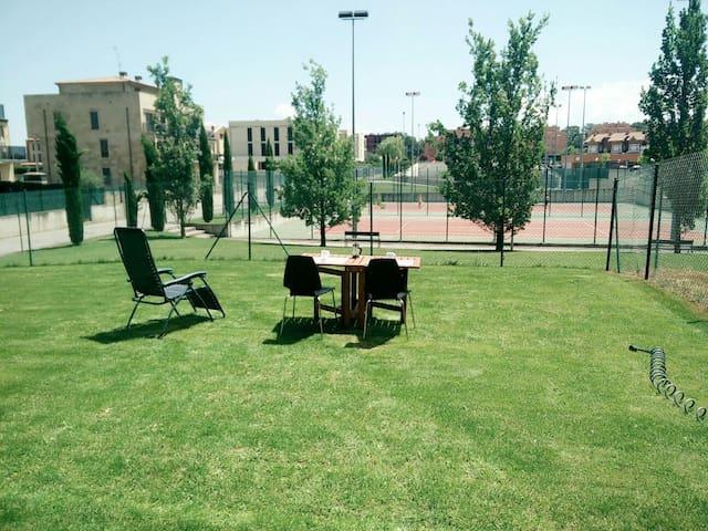 Piso3H JARDIN, PISCINA WIFI, frente zona deportiva