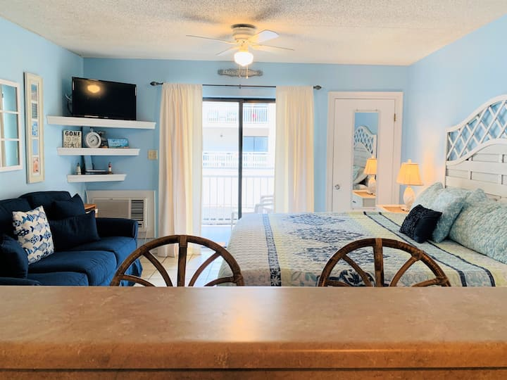 "Sugar Beach 122 - Nice Studio condo with new sofa, AC & 32"" SMARTv"