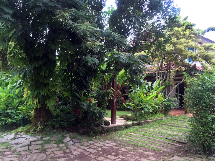 Beautiful Beach House in Camburizinho