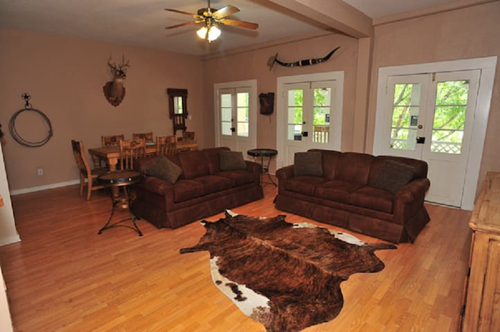 Luxury Downtown - Texas Style - New Braunfels - Apartment