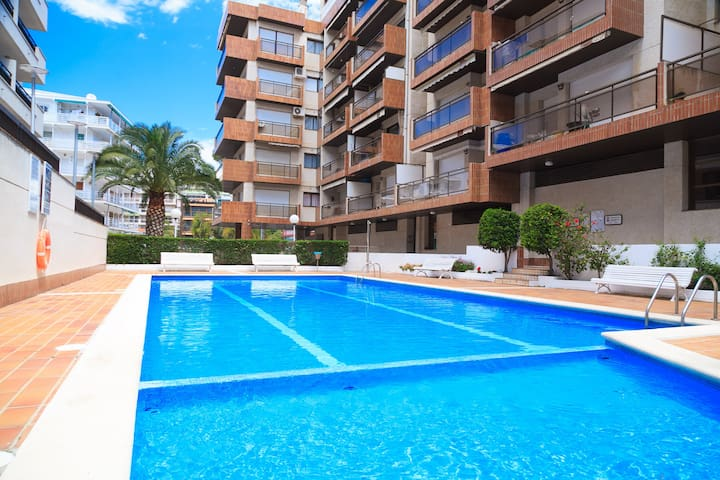 Centrally-Located Apartment with Shared Pool · UHC CASALMAR 185
