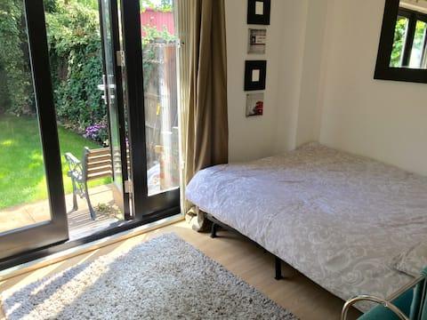 Charming Double bedroom with Elegant Garden