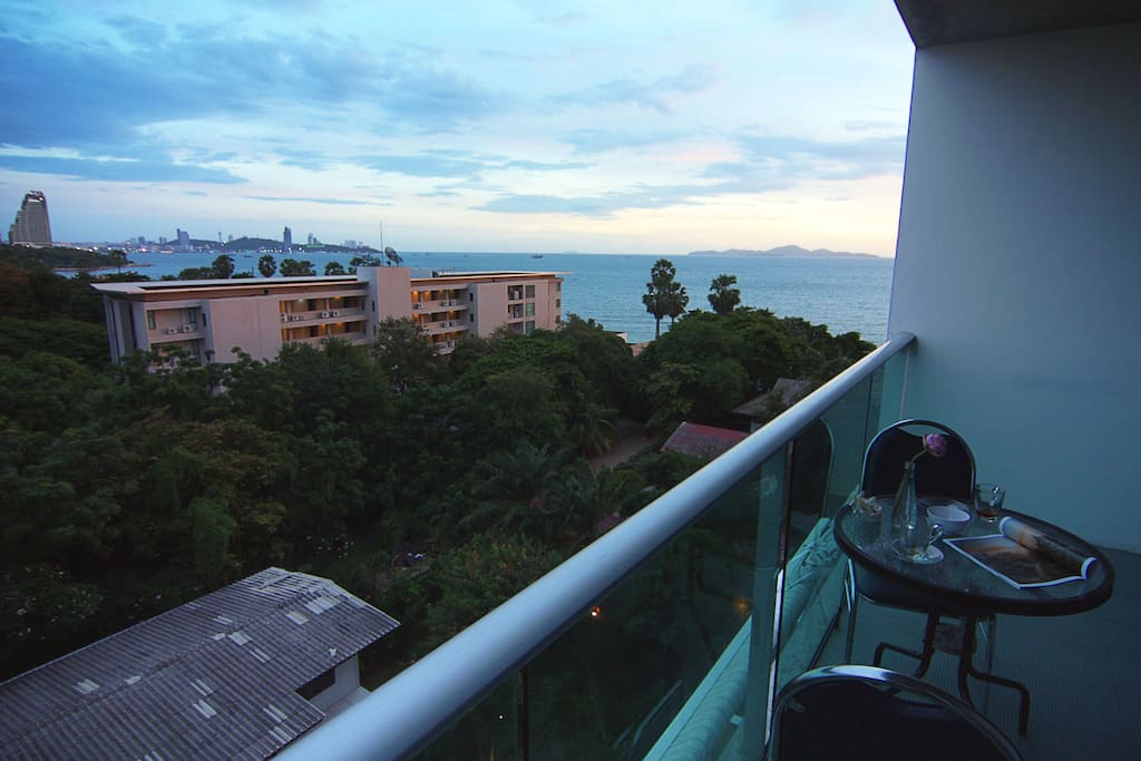 Sea-views with islands and central Pattaya