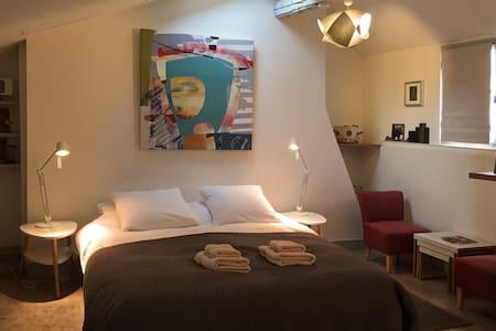 Peaceful and spacious attic studio - Honfleur