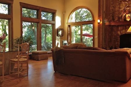 Completely Private Gated Retreat - Nevada City - Hus