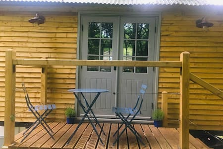 Pennine Shepherd's Hut - Luxury Glamping