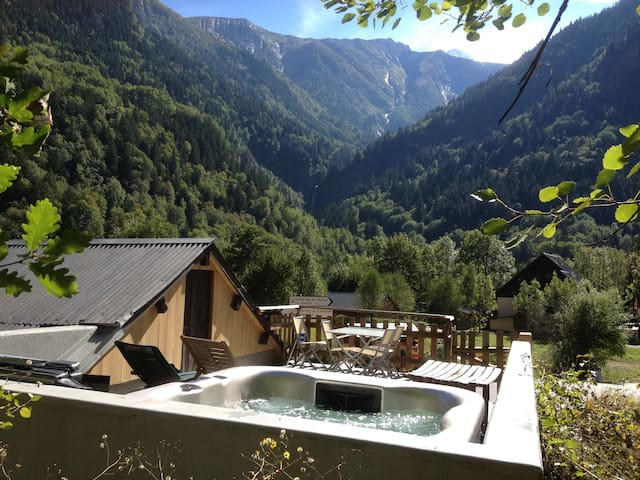 Chalet Chardon - 2 bedroom, Hot tub - Vénosc - House