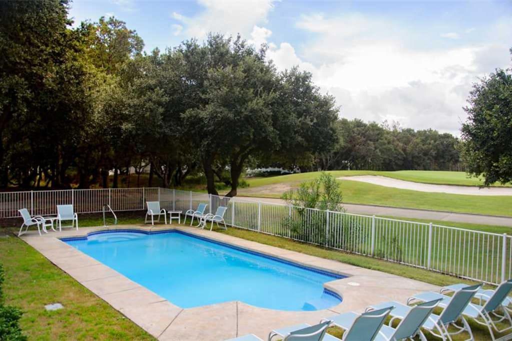CC173: Ann-Ticipation   Pool Area