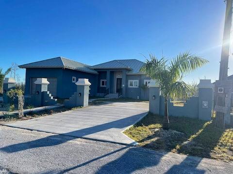 Beautiful Villa in Lucaya, Freeport Bahamas