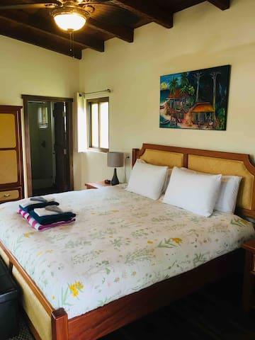 Mango Villa - king bed