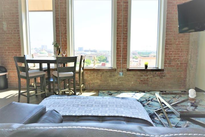 Entire Two Bed Two Bath Free Valet PET FRIENDLY!