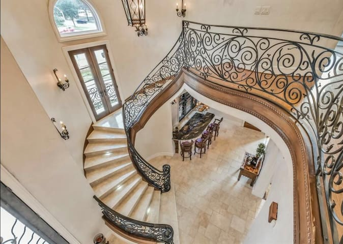 Luxury Houston Villa Galleria