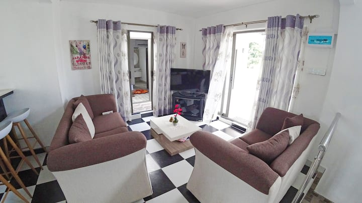 white apartment, 1 room, 1 min from ocean