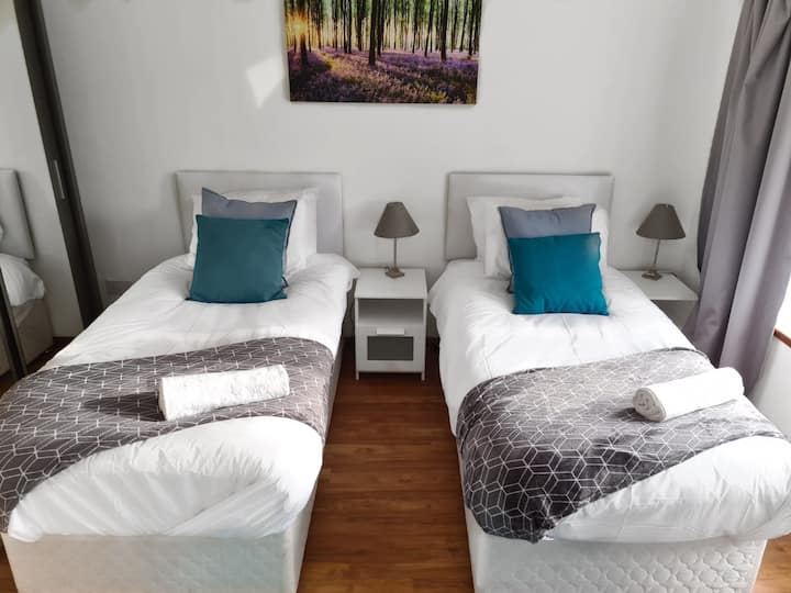 Bedroom Ideal for business or leisure.