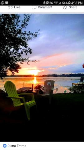 6 bdr Lakefront Cottage with pool