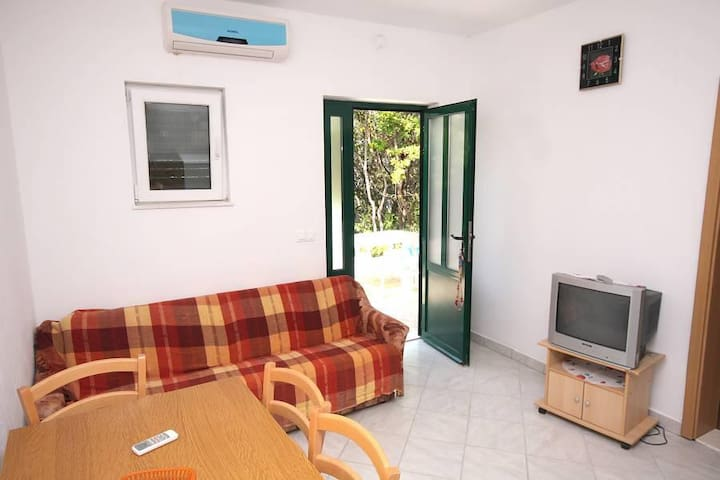Two bedroom apartment near beach Kozarica, Mljet (A-4950-b) - Kozarica - Lejlighed