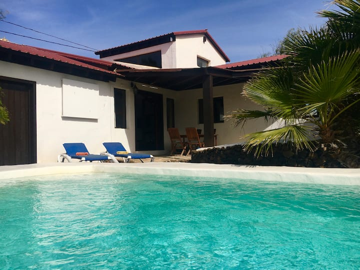 Casabart, casa con piscina climatizada y privada.