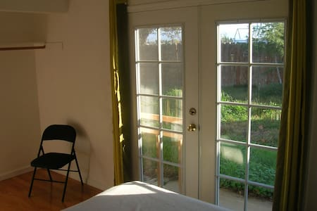 French Door Room Near Wild Land - Livermore