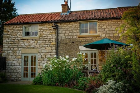 SPRING COTTAGE, Great Habton, Near Malton, Yorkshire - Hus
