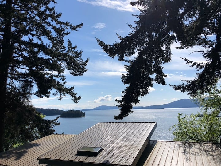 Chuckanut water view cozy studio