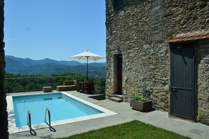 Historic Cottage in Fivizzano with Swimming Pool
