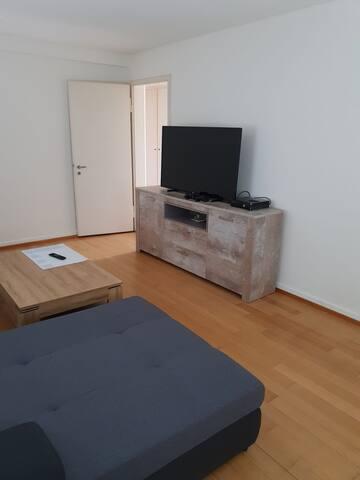 Grosses Zimmer in 3 Zi.-Wohnung.