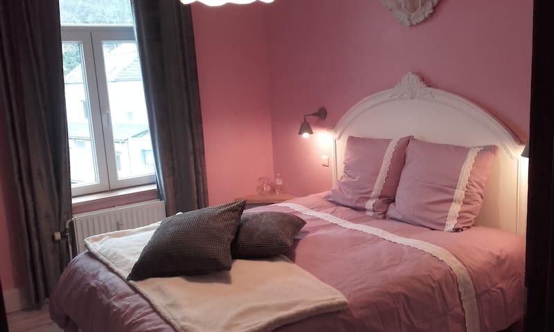 belle chambre de charme  vue meuse - Annevoie-Rouillon - ที่พักพร้อมอาหารเช้า
