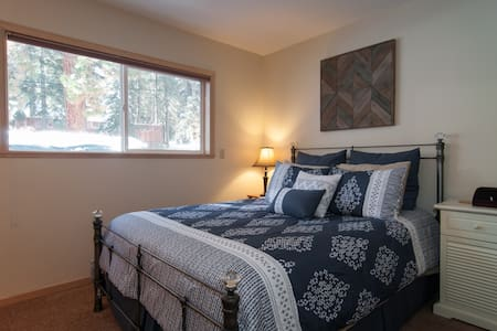 Cozy Private Room, Bath & HOT TUB! - Truckee - Casa