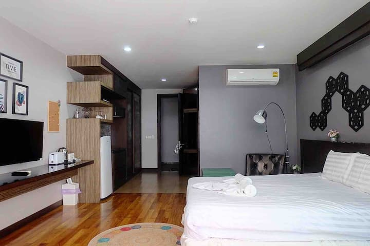 Luxury Studio 43sqm with private jacuzzi, @Bangtao
