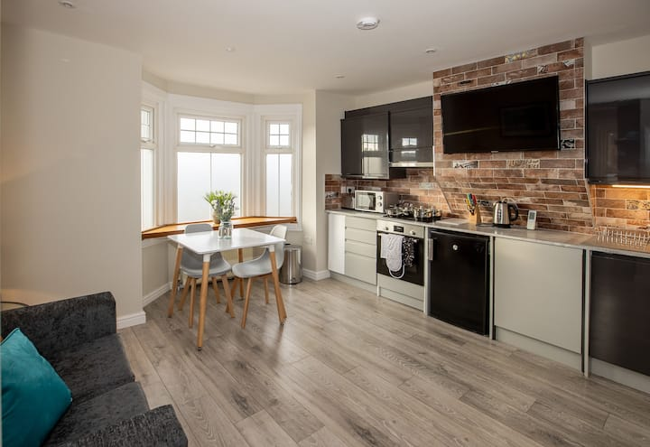 Bright & luxurious flat in the heart of Reading