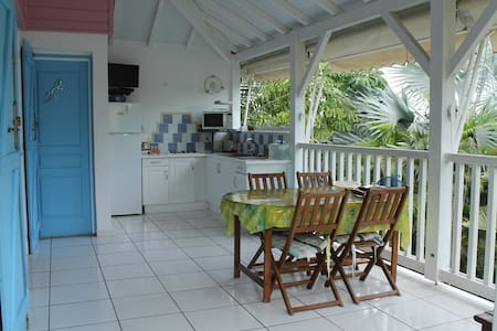 Ti'dauphins, villa with pool and garden is Tival - Saint Anne