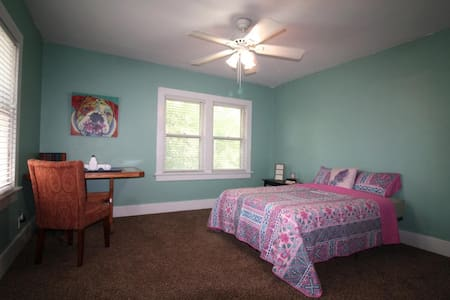 Sams House -> Bedroom 2 - Independence