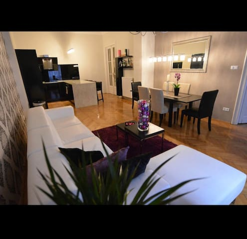 2bedroom apt with 2 bathroom in the center