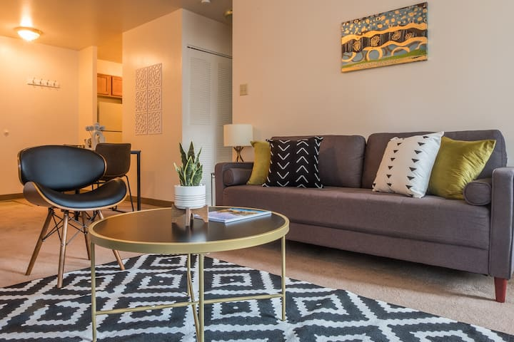 Distinct + Fun 1BR Apt in Heart of Downtown