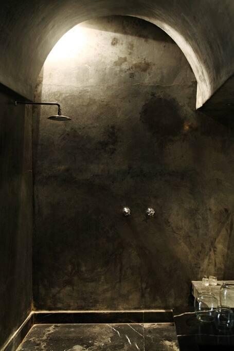 salle de bain chambre coloniale