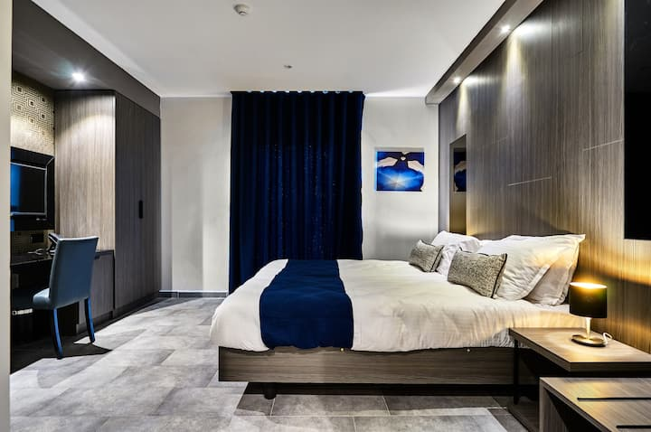 Stylish Hotel Room in the Centre of Paceville