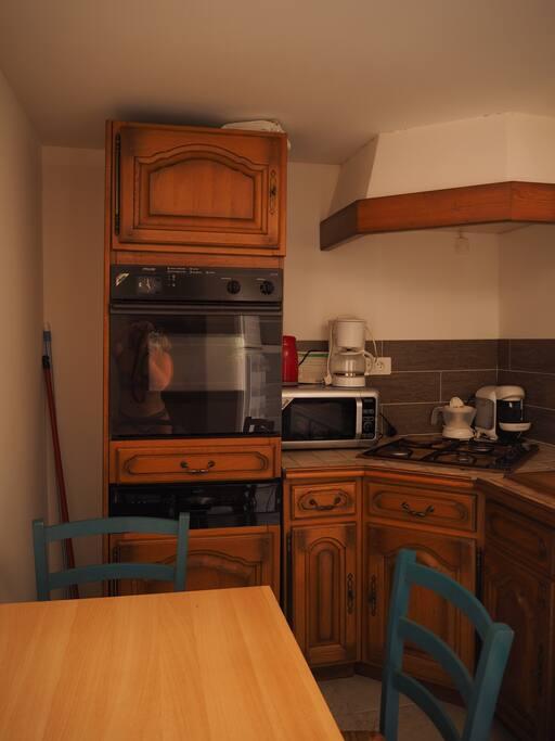 cuisine équipée (dont lave vaisselle +four)