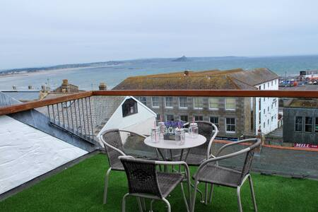 Stunning Views Over Mounts Bay - Apartment