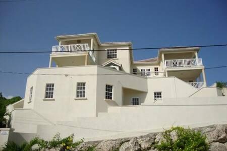 Hilltop luxurious Apartments Cr