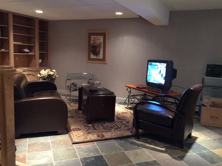Garden Glen --2,000 sq ft shared apartment