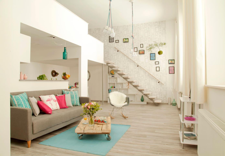 Living room & dining corner with kitchenette