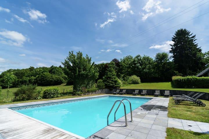 Vieille maison de vacances avec piscine à Saint-Hubert
