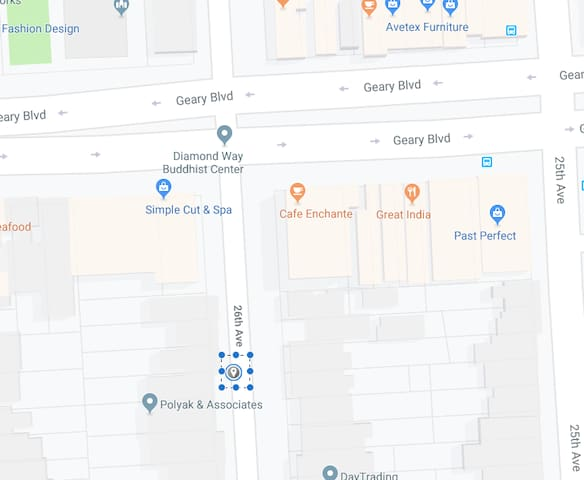 We are one of the closest residential houses from Geary, the main street.  Only few steps walk to Geary. You can enjoy your morning coffee at the Cafe Enchante. Our local cafe.