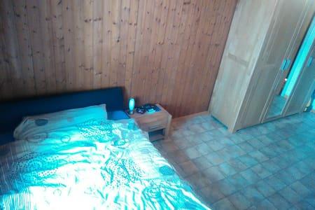 Chambre a 10 min  Neuchatel - Coffrane - Pis