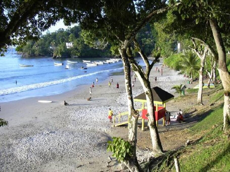 Las Cuevas Bay Beach