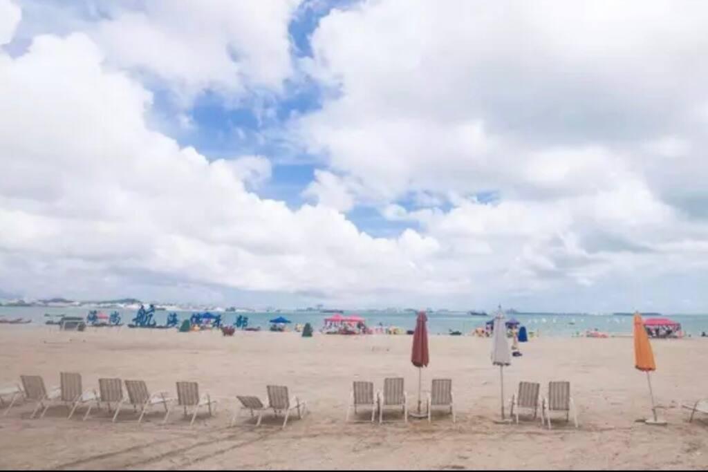 廈门环东海岸线黄金地段,人文荟萃。小区毗邻集美学村、方特梦幻游乐场,园博园天目温泉、翠峰温泉、嘉庚公园、厦门老房子,马戏团,集美万达、临近海边8公里长的大沙滩。