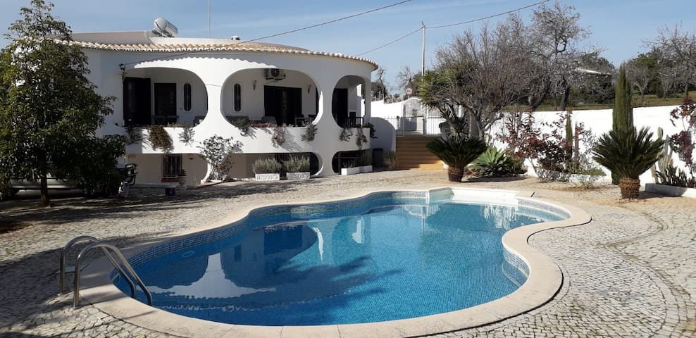 Spacious villa 10km from fantastic beaches
