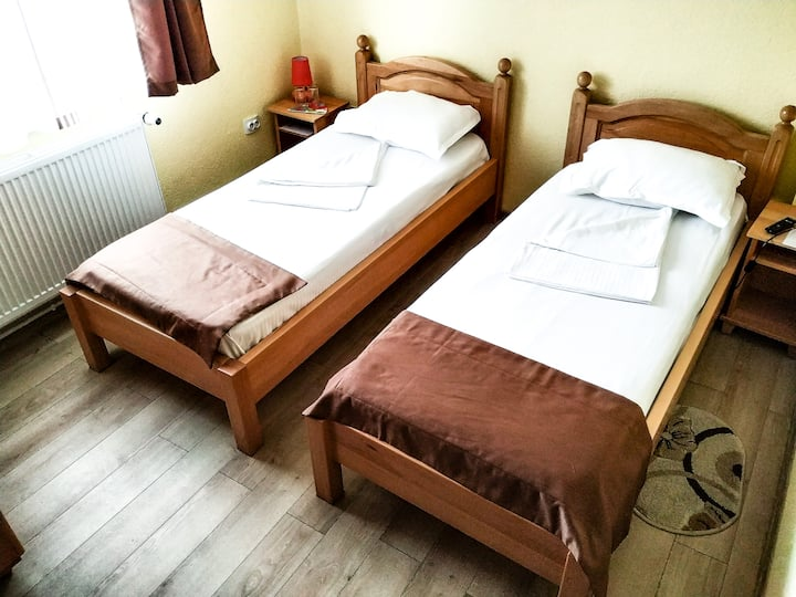 Venesis House - Twin Room - no. 3