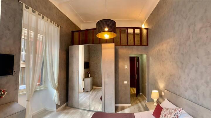 Camera doppia bagno privato interno zona Colosseo