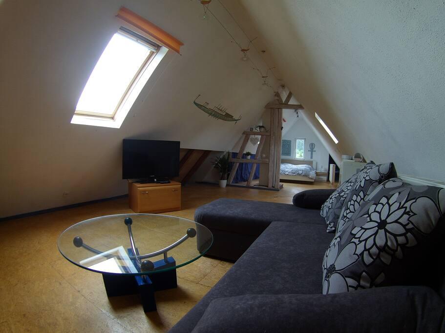Oberes Dachgeschoss: Wohnzimmer und Schlafzimmer